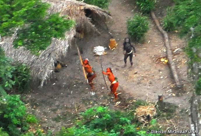 Le tribu' nascoste del Brasile incontaminato